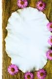 Oude prentbriefkaar omringde de giftendaling van de de herfstsamenstelling Royalty-vrije Stock Foto's