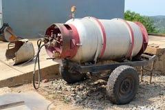 Oude propaangashouder op een aanhangwagen royalty-vrije stock afbeeldingen