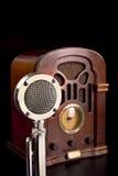 Oude radio en microfoon Royalty-vrije Stock Foto's