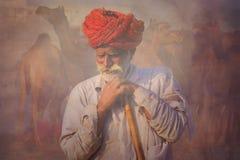 Oude Rajasthani-mens met rode tulband Festival-Pushkar Royalty-vrije Stock Foto