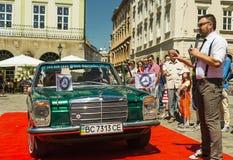 Oude retro auto Mercedes Benz 115 royalty-vrije stock fotografie