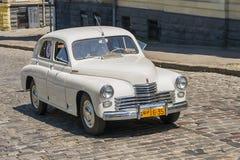 Oude retro auto VOLVO die AMAZONIË 121 participatie in rasleeuw nemen Royalty-vrije Stock Afbeeldingen