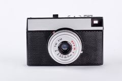 Oude retro camera die op witte achtergrond wordt geïsoleerd? royalty-vrije stock afbeeldingen