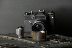 Oude retro camera en 35 mm Royalty-vrije Stock Foto