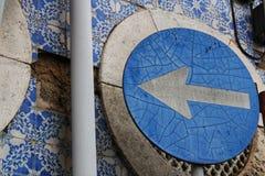 Oude richtingverkeersteken in Lissabon royalty-vrije stock afbeelding