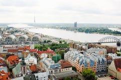 Oude Riga en Daugava rivier, Letland Stock Foto's