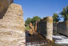 Oude rivierdam Stock Foto