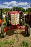 Oude rode Cockshutt-tractor stock foto's