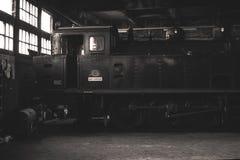 Oude rode en zwarte locomotief in België Stock Foto's