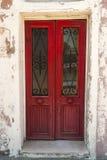Oude rode houten deur Royalty-vrije Stock Afbeeldingen
