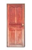 Oude rode houten die deur op witte achtergrond wordt geïsoleerd Stock Afbeeldingen