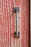 Oude Rode Schuur met roestig handvat royalty-vrije stock foto