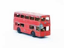 Oude rode stuk speelgoed bus Stock Foto