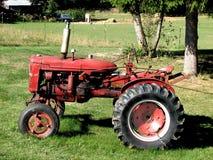 Oude Rode Tractor Stock Fotografie