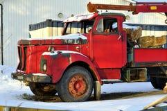 Oude rode vrachtwagen Stock Foto's