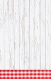 Oude rode witte gecontroleerde houten achtergrond met stoffen op fram Royalty-vrije Stock Foto