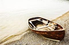 Oude roeiboot Royalty-vrije Stock Afbeeldingen