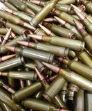Oude roestig en groene kogels stock fotografie