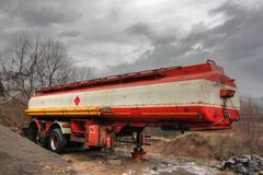 Oude roestige aanhangwagen Royalty-vrije Stock Foto's