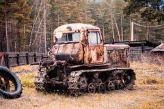Oude roestige auto royalty-vrije stock foto
