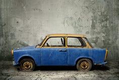 Oude roestige auto Stock Afbeeldingen