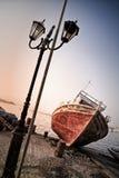 Oude roestige boot in Koroni, Griekenland Stock Foto's