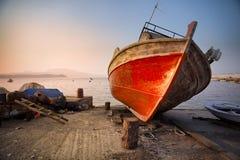 Oude roestige boot in Koroni, Griekenland Royalty-vrije Stock Foto's