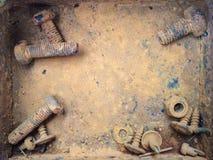 Oude roestige bouten, staal, noten Stock Foto's