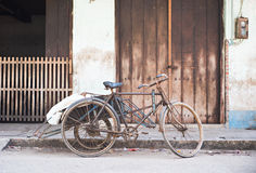 Oude, roestige cyclo Stock Afbeelding