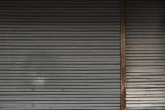 Oude roestige deur dicht in huis in Thailand Royalty-vrije Stock Afbeeldingen
