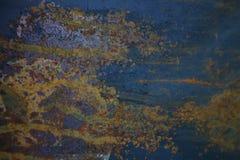 Oude roestige die metaaltextuur met blauwe verf wordt geschilderd Royalty-vrije Stock Fotografie