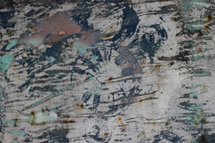 Oude roestige metaaldeur met barsten, roest en losse stukken vuile textuur stock foto's