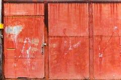 Oude roestige rode staal voorpoort Stock Foto
