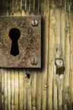 Oude roestige sleutelgatachtergrond Stock Afbeeldingen