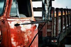 Oude Roestige Vrachtwagen Stock Foto