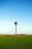 Oude roestige watertoren Stock Foto's
