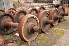 Oude roestige wielen van trein Stock Afbeelding