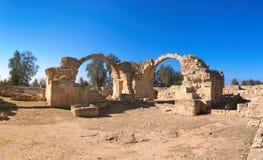 Oude Roman bogen in het archeologische park van Paphos, Pafos, Cyprus Stock Afbeelding