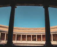 Oude roman kolommen in Sevilla, Spanje stock afbeeldingen