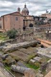 Oude Roman ruïnes in Rome Stock Fotografie