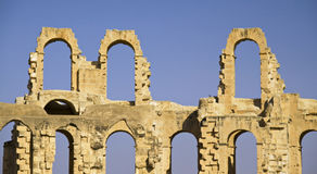 Oude roman ruïnes van een amphitheatre - Tunesië Stock Afbeeldingen