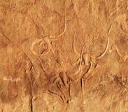 Oude rotsgravure van een schreeuwende koe, Algerije Stock Afbeelding