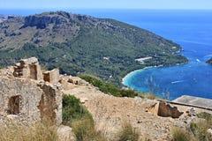 Oude ruïnes bij de bovenkant van Formentor Stock Foto