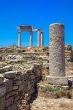 Oude ruïnes in het Eiland Delos in Cycladen, één van de belangrijkste mythologische, historische en archeologische plaatsen stock afbeeldingen