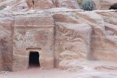 Oude ruïnes in Petra - het graf stock afbeelding