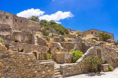 Oude ruïnes in Spinalonga-eiland, Kreta, Griekenland stock foto's