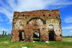 Oude ruïnes van Chiajna-klooster Stock Foto's