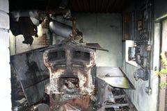 Oude ruïnes van een school die brandde royalty-vrije stock afbeelding
