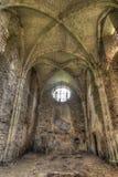 Oude ruïnes van verlaten kerk Stock Foto's