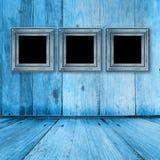 Oude ruimte, grunge binnenland met frames Stock Fotografie
